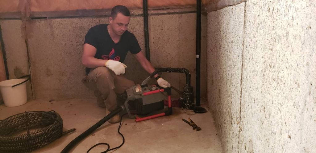 Drain cleaning and unclogging